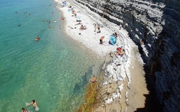 Дикий пляж Сосновка в Геленджике