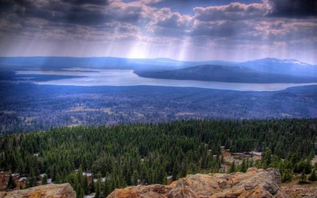 Живописное озеро Зюраткуль