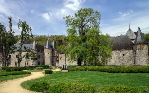 Замок Спонтен в Бельгии