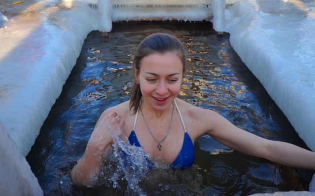 Ледовые фантазии и крещенские купания в Петербурге