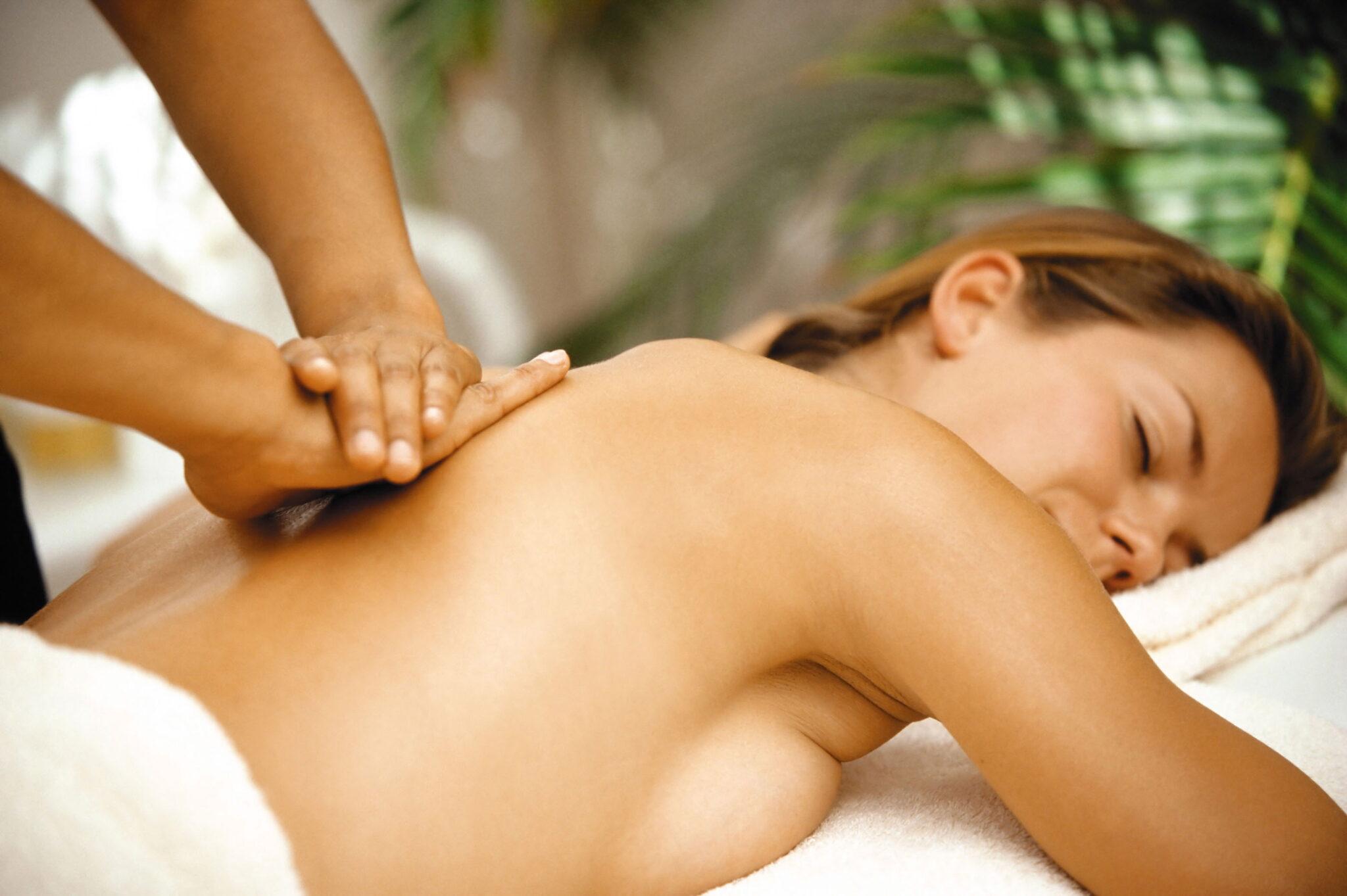 Лесбиянки массаж груди исключительно