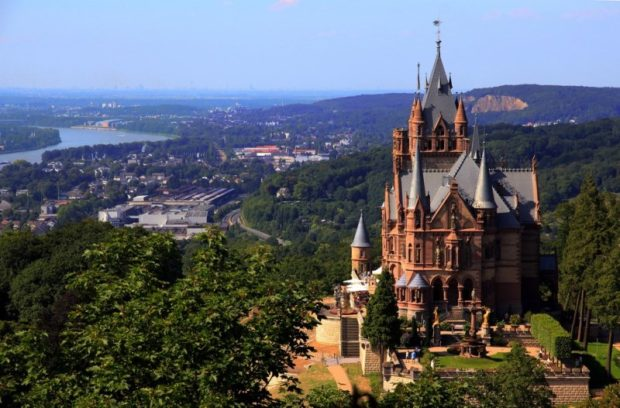 Памятники архитектуры Европы Замок Драхенбург в Германии