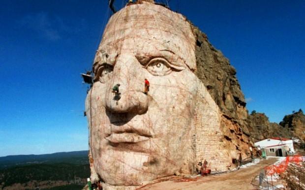 Памятник Индейцу: Мемориала Неистовой Лошади (Crazy Horse Memorial)