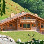 Почему во время путешествий для жилья лучше выбирать деревянные дома?