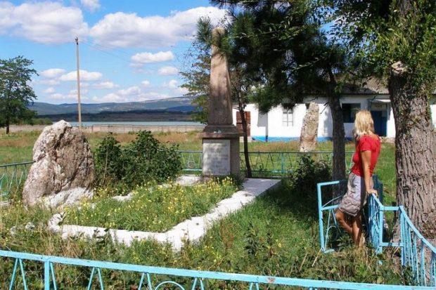 Путешествие к мегалитам Крыма: менгиры в Родниковом