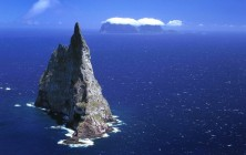 Скальный остров Болс-Пирамид