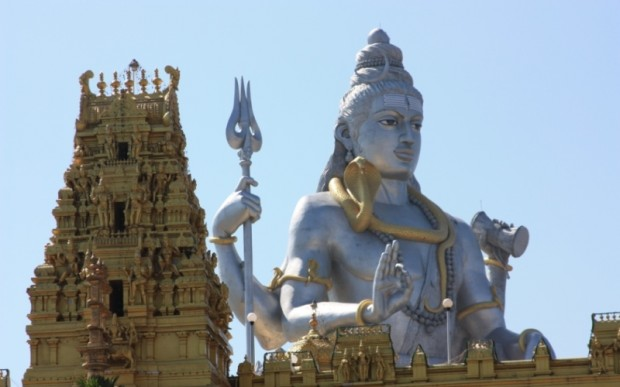 Статуя Шивы в Карнатаки