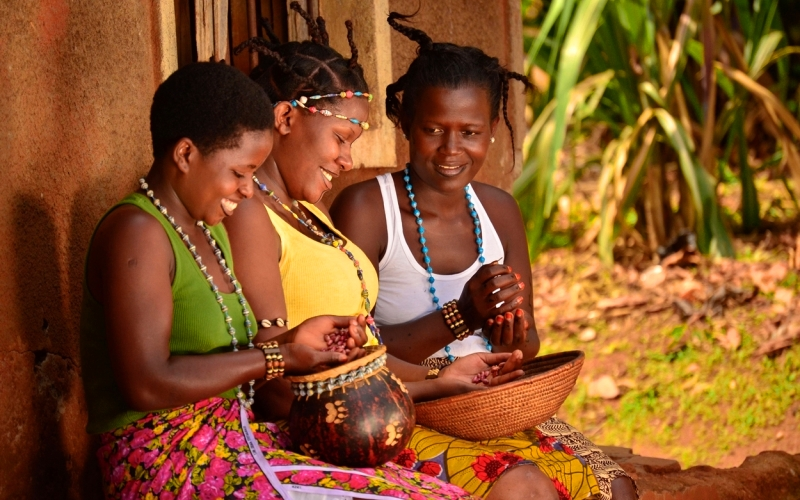 african creation story from uganda African creation story from uganda kinks - first man, and brings a cow, and drinks her milk to stay alive he wanders around and sees two sisters iambi and her sister are the daughters of mogul who is the god of the sky.