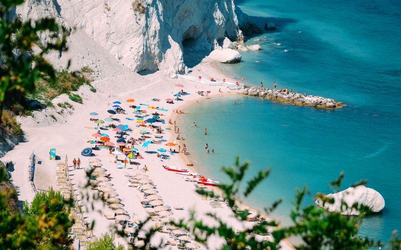 Где бьет волна о брег высокий. Пляжи Италии
