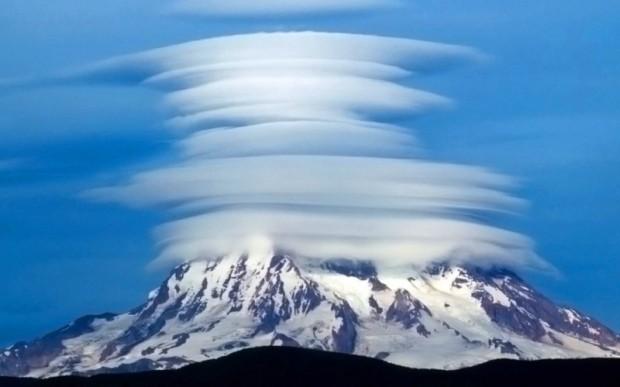 Линзовидные облака над Ключевской сопкой