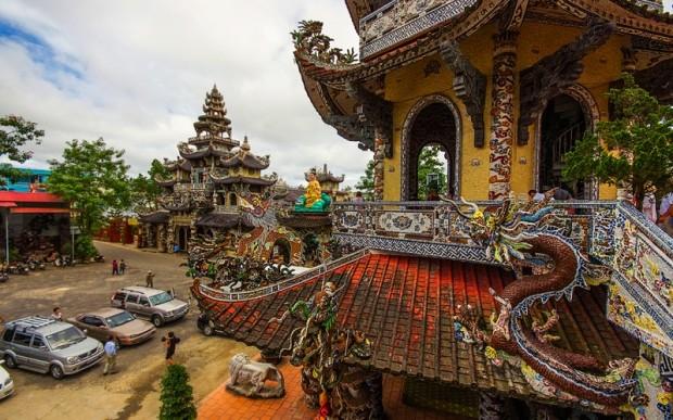 Паломничество во Вьетнам: храм Линь Фуок