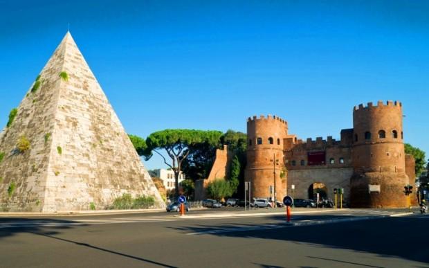 Пирамида Цестия в Риме
