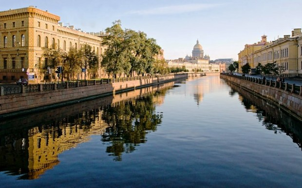 Санкт-Петербург, покачиваясь на волнах истории. Аренда теплохода