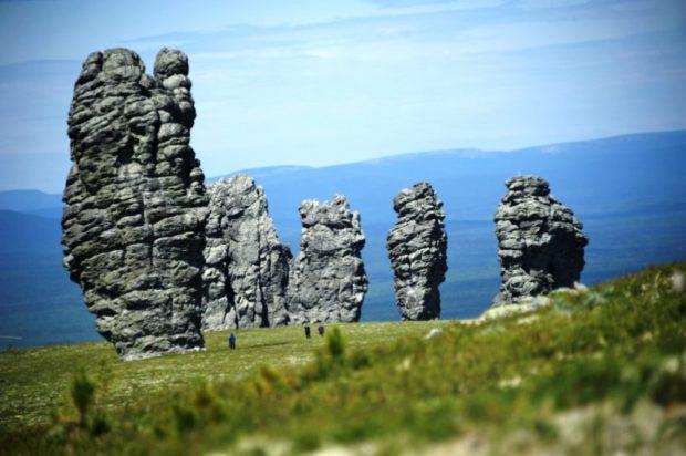 Старшие собратья истуканов острова Пасхи - великаны Мань-Пупу-Нер