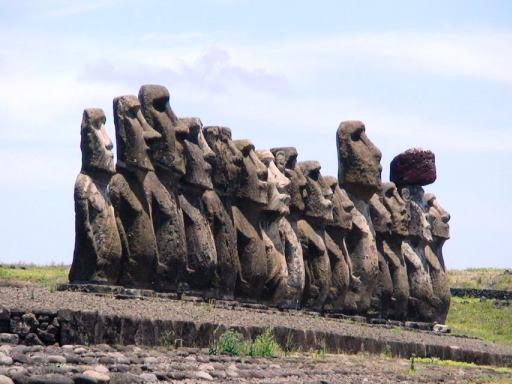 Статуи острова Пасхи... Ничего не напоминает